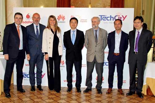 De izquierda a derecha Ramón Lafuente, Diego Torrico, Rosario Rey, Tony Jin Yong, Luis Cueto y Yang ChaoBin