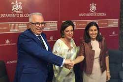 José Sánchez Maldonado, Isabel Ambrosio y María Jesús Almazor, tras la firma del convenio