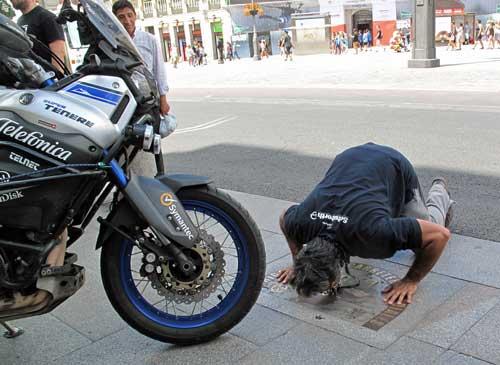 Concluye Telefónica Yamaha Globalrider: Hugo Scagnetti es el primer piloto en dar la vuelta al mundo en solitario con una moto conectada