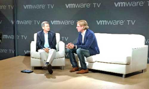 Noah Wasmer (a la derecha) con David Pogue, fundador de Yahoo Tech, en el Connect 2016