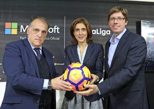 De izquierda a derecha: Javier Tebas, Pilar López y Sebastián Lancestremère, general manager de Microsoft Sports, han presentado la alianza