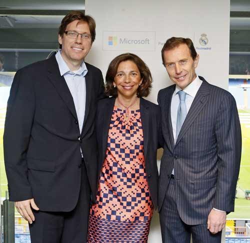 Sebastián Lancestremère con Marina Boter y Emilio Butragueño, director de Relaciones Institucionales del Real Madrid