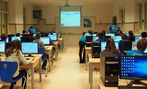 Voluntarios de HP están divulgando lo divertido y útil de la programación durante la Semana de la Educación en Informática