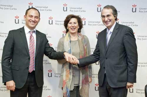 De izda a dcha: Rubén Álvarez, Helena Herrero y Fernando Suárez Bilbao tras la firma del convenio