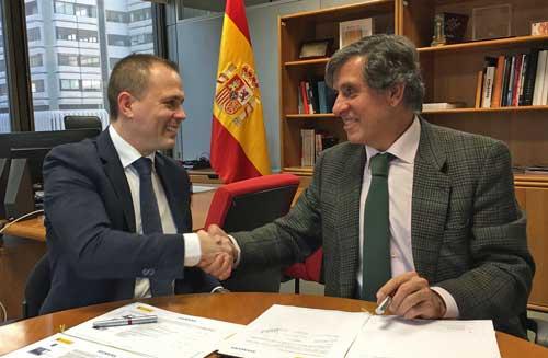 Alberto Hernández Moreno y Pascual Dedios-Pleite después de la firma del convenio