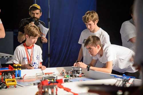 El torneo fomenta las vocaciones científica y tecnológica, además de desarrollar habilidades como la resolución de problemas, el pensamiento crítico, la creatividad, la gestión de personas o el trabajo en equipo