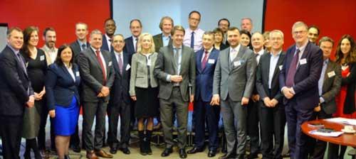 Los delegados de las asociaciones de TI con Robin Walker
