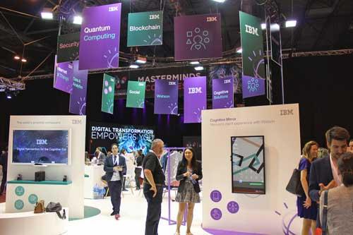 El stand de IBM en el DES acoge diferentes demostraciones enmarcadas en la transformación digital: nube cognitiva, ciberseguridad, eCommerce, analítica, tecnologías para la empresa móvil, IoT, blockchain y machine learning