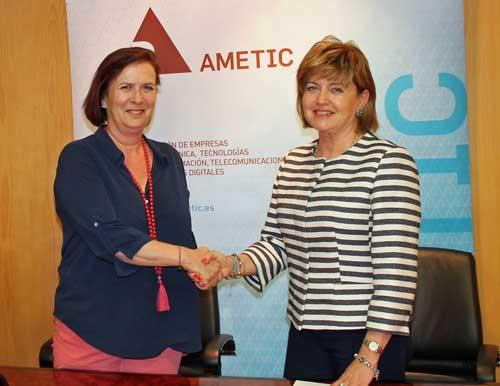 María Teresa Gómez Condado (dcha.) y Yolanda de Aguilar han firmado el acuerdo de colaboración para la organización de Greencities