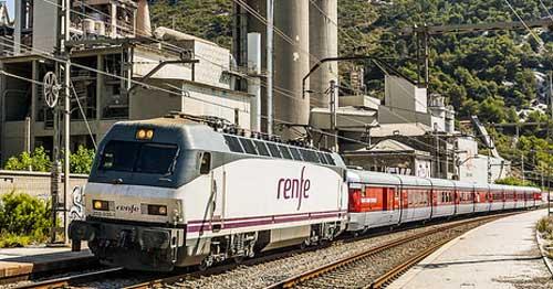 El ferrocarril representa sólo el 0,7% de las emisiones totales de CO2 mientras que alcanza el 9% de la demanda mundial de movilidad - Foto Aleix Cortés