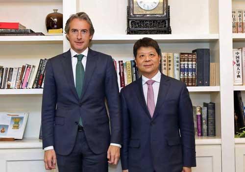 Íñigo de la Serna, ministro de Fomento, con Guo Ping, vicepresidente y CEO rotatorio de Huawei