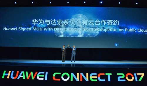 Zheng Dianhai (a la izda.) y Olivier Ribet (dcha.) tras la firma del acuerdo de cooperación