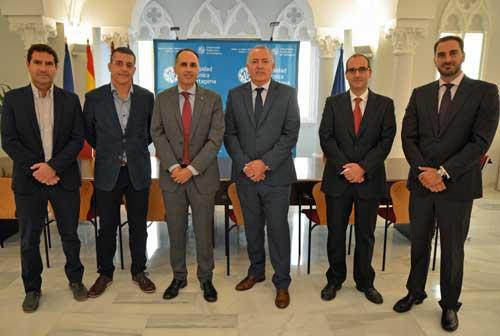 El rector de la UPCT, Alejandro Díaz Morcillo, y el presidente de AOTEC, Antonio García Vidal, firmaron el acuerdo marco