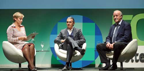 Vicente del Bosque (d) y Sergio Scariolo entrevistados por Glòria Serra en el Foro Asesores
