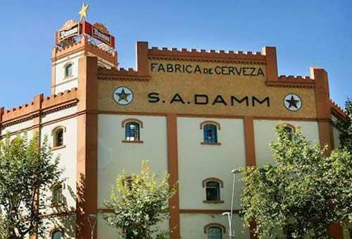 Sede de cervezas Damm en la antigua fábrica La Bohemia en la calle Rosselló de Barcelona
