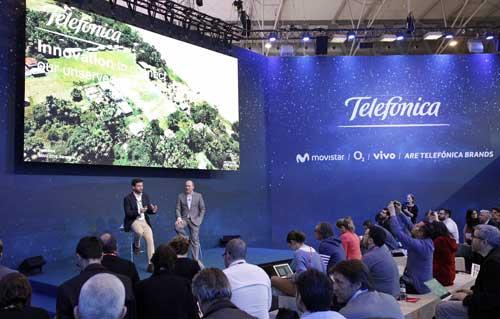 Gonzalo Martín-Villa con Patrick López, director of customer centric networks de Telefónica, durante la presentación del proyecto