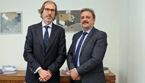El Dr. Bernardo Valdivieso (izda.) con Francisco Lova, senior sales executive de SAS