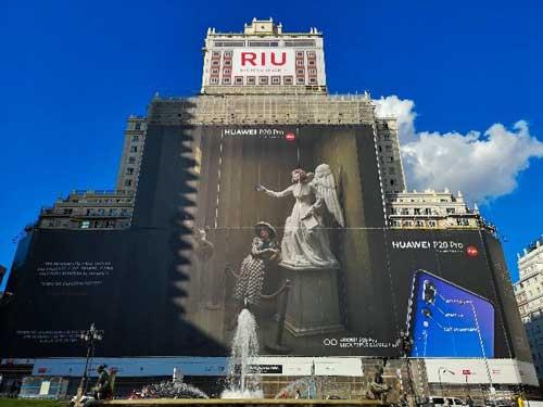 La mayor foto captada por un smartphone, realizada con un Huawei P20 Pro, expuesta en el Edificio España de Madrid
