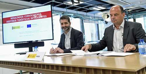 David Cierco Jiménez de Parga con el director de servicios públicos digitales, Francisco Javier García Vieira durante la presentación de la convocatoria