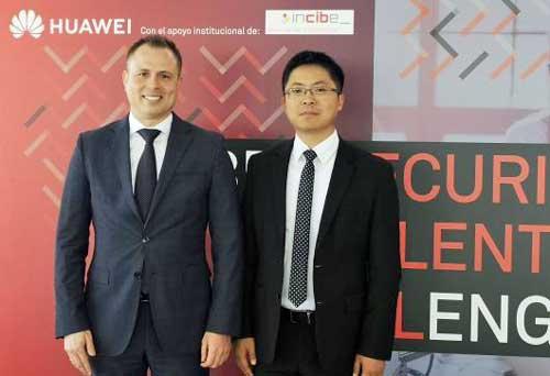 Alberto Hernández (a la izda.) y Tony Jin Yong han presentado el Cybersecurity Talent Challenge