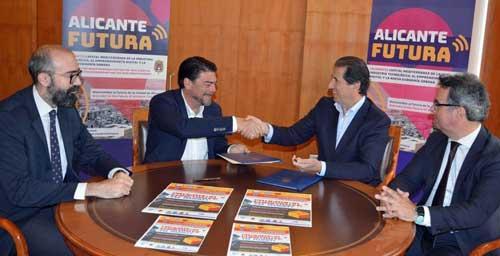 Luis Barcala y Félix Bonmatí tras la firma del convenio junto a directivos de la fundación y del Ayuntamiento - Foto: Ayuntamiento de Alicante