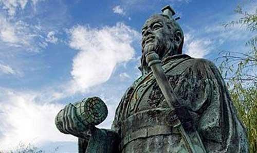 Los postulados del filósofo Sun Tzu recomiendan en conocer bien al enemigo, adelantarse a los ataques y usar sus armas