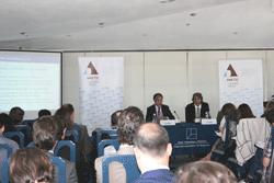 De Izda.a Dcha.: Jesús Banegas y José Luis Ferreira durante la presentación del estudio