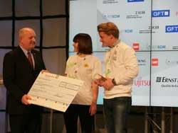 Ulrich Dietz entrega el premio Code_12 a myTaxi