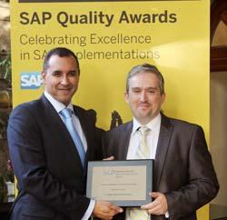 Alberto Martín con Rony Toussaint, director de Stratesys, tras la entrega de los SAP Quality Awards