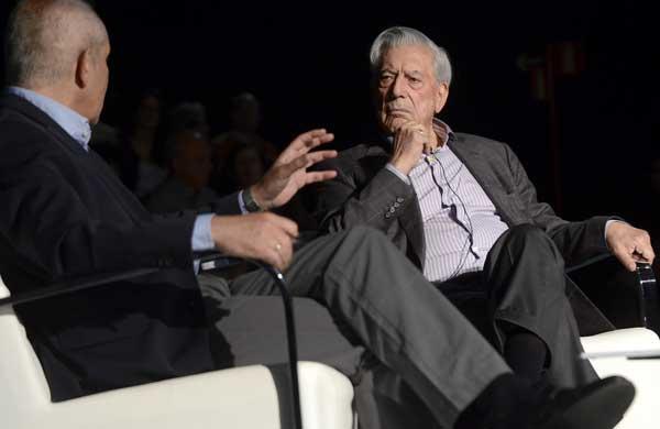 Antonio Caño y Mario Vargas Llosa conversan sobre periodismo y el lenguaje durante el Foro Internacional del Español