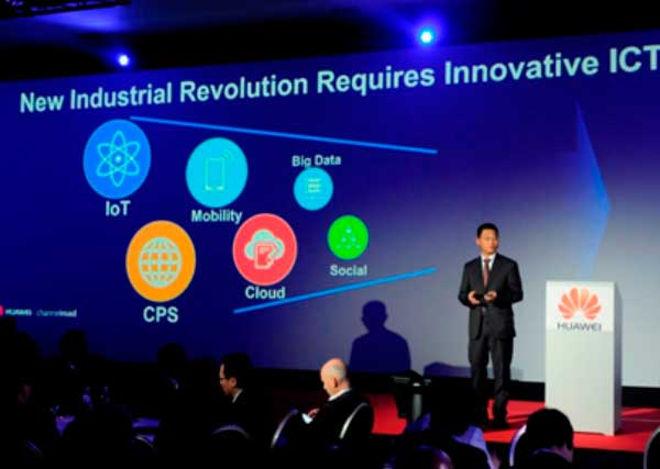 Leon He, presidente de Huawei Enterprise en Europa Occidental, durante su discurso